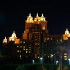 "Nachtbeleuchtung am Hotel Atlantis Jumeirah (Palmeninsel ""The Palm, Jumeirah"")"