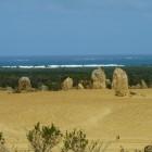 Pinnacles, im Hintergrund der Indische Ozean