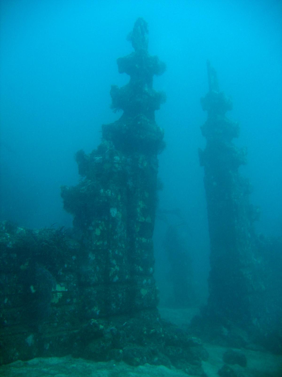 Unterwassertempel am Tauchplatz Temple Wall